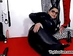 Mature in latex posing at TryLiveCam.com