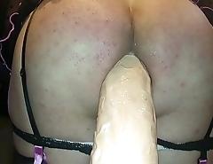 20180211 165644(1)culona jugando con su bigdildo