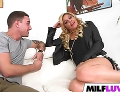 PAWG MILF Nikki Capone Gets Banged