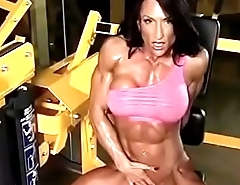 muscle queen ravelled abs!