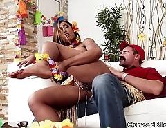 Delivery guy bangs huge ass ebony hottie