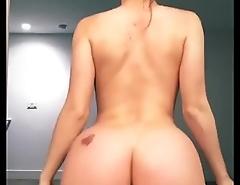 Lana Rhoades twerking