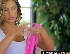 LesbianCums.com: Girlfriends Licking Lesbian Pussy