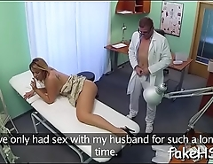 Slutty doctor performs sexy fuck