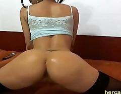 Webcam - Big hips whooty teasing