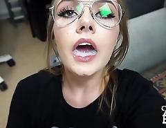 chica de lentes juega con el semen en su boca - http://zo.ee/4lvmO