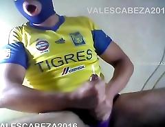 ValesCabeza131 TWO HANDS CUM SOCCER PLAYER futbolista se deslecha a DOS MANOS!!!